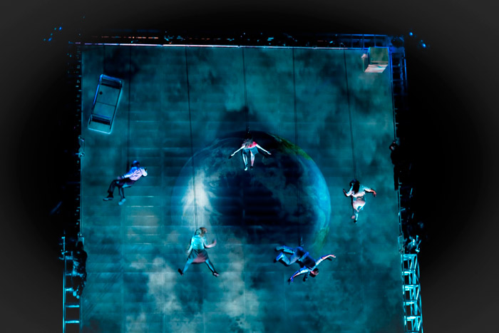 1_Wired-Aerial-Theatre-as-the-world-tippedFoto2_Sophie-Laslett_large